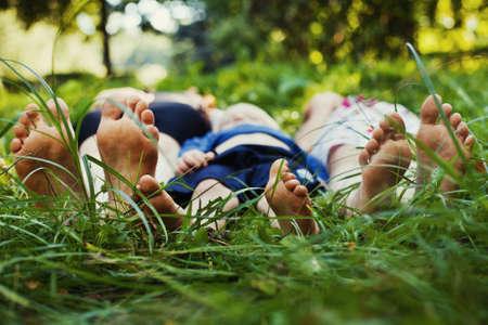 personas saludables: la familia al aire libre Foto de archivo