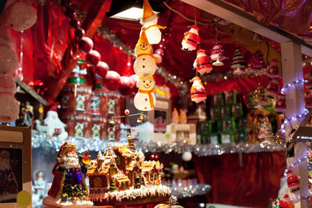adornos navideños: mercado de Navidad Foto de archivo