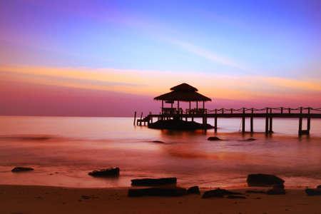 Hermosa playa al atardecer Foto de archivo - 53082946