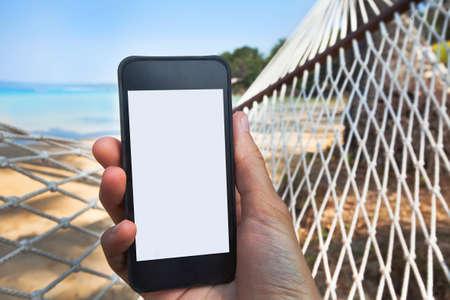 vacaciones en la playa: conexión a Internet en la playa Foto de archivo