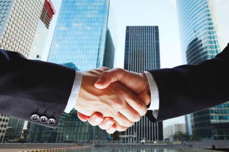 partnerschap, samenwerking van twee bedrijven, deal van twee zakenlieden Stockfoto