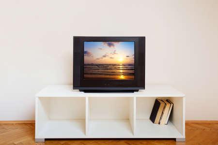 interior de la habitación con tv Foto de archivo