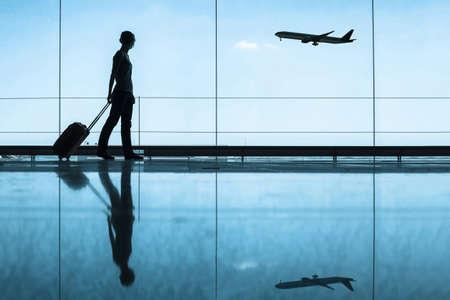 viagem: conceito do curso, as pessoas no aeroporto Banco de Imagens