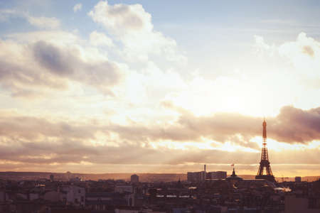colores calidos: sunset sky over Paris, beautiful panoramic view with silhouette of Eiffel tower, warm colors