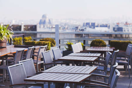 rooftop cafe, open terrace with wooden tables Stockfoto