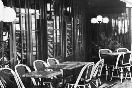 vintage Europese restaurant, zwart en wit