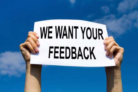 escuchar: concepto de realimentación, texto con la solicitud de comentarios de los clientes y las puntuaciones Foto de archivo