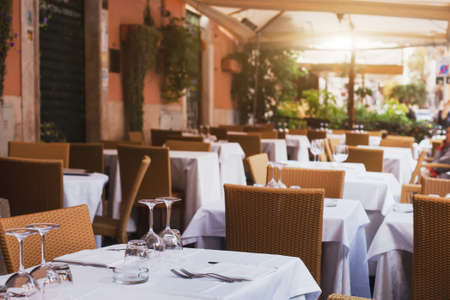 restaurante italiano: pizzeria in Rome, terrace of italian restaurant