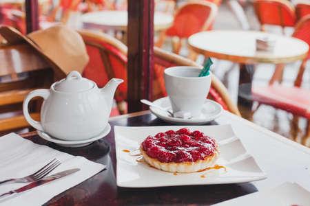 dessert en koffie in cafe Stockfoto
