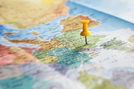 旅行先、地図上のピン