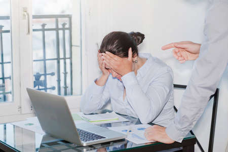 angry boss and stressed employee in the office, punishment Zdjęcie Seryjne