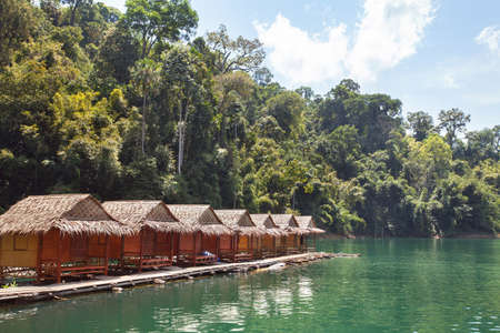 floating houses in national park of Khao Sok in Thailand, exotic hut hotel for tourists Reklamní fotografie - 77492813