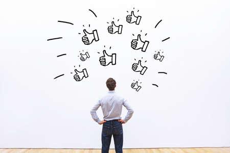소셜 네트워크에 대한 좋아요, 비즈니스 회사에 대한 긍정적 인 고객 피드백, 인기 개념