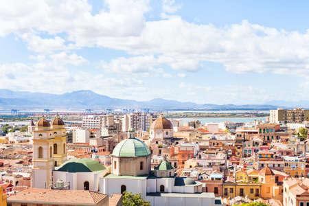 カリアリ パノラマ ビュー、サルデーニャ、イタリアの歴史的な地中海アーキテクチャ