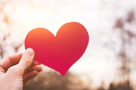 Valentijnsdag kaart, hand met hart, liefde concept Stockfoto