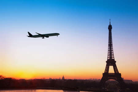 flight to Paris, travel by airplane to France Foto de archivo