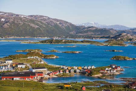 노르웨이의 Sommaroy 섬의 아름다운 여름 전경 스톡 콘텐츠