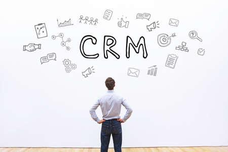흰색 배경에 CRM 개념, 고객 관계 관리 스톡 콘텐츠