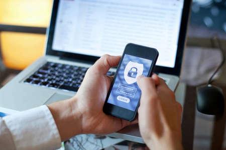 concepto de seguridad de datos, acceso a aplicaciones móviles, inicio de sesión y contraseña