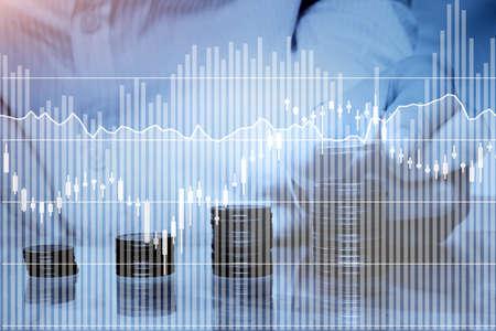 risparmio o concetto di investimento, denaro e grafici