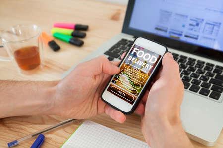 entrega de alimentos a domicilio, aplicación móvil en línea, pedido en Internet