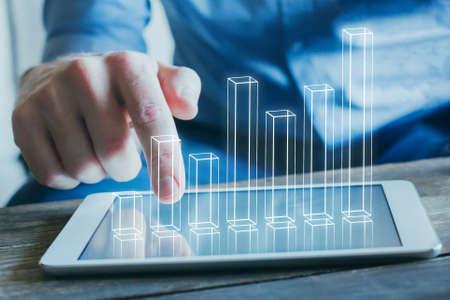 Geschäftsanalyse- und Finanztechnologiekonzept, 3D-Diagramm vom Bildschirm des digitalen Tablet-Computers