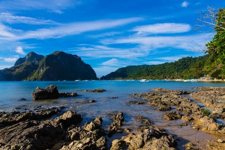 empty sunny Corong Corong beach in El Nido, Palawan province, Philippines with stones on foreground Imagens