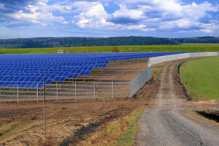 industrial landscape: Crossroads presso l'impianto di energia solare in costruzione. Turingia, Germania Archivio Fotografico