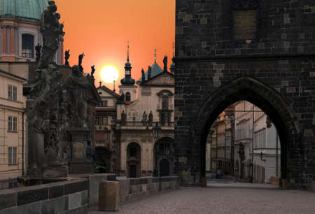 praha: Old Prague, Charles bridge at sunrise