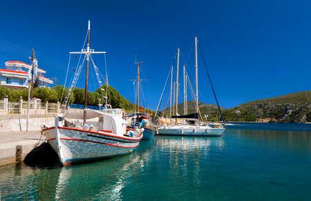 sithonia: Pescatori barche al porto di Kalamitsi in Sithonia, Grecia del Nord