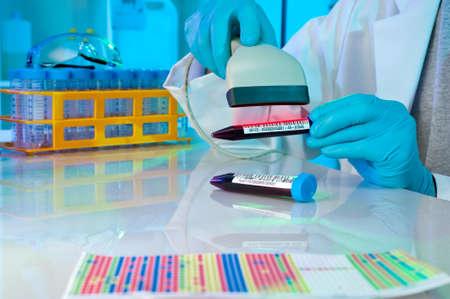 codigos de barra: Escanear códigos de barras en las muestras médicas