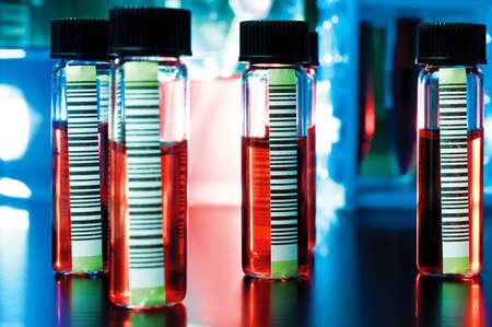 Kodem kreskowym medyczne próbek w przezroczystych rurek Zdjęcie Seryjne