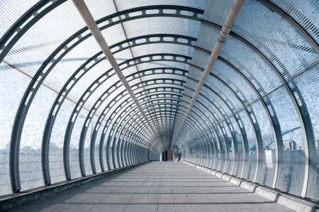 vlonder: Voetvoetgangersbrug bij Populier DLR station, Canary Wharf, London