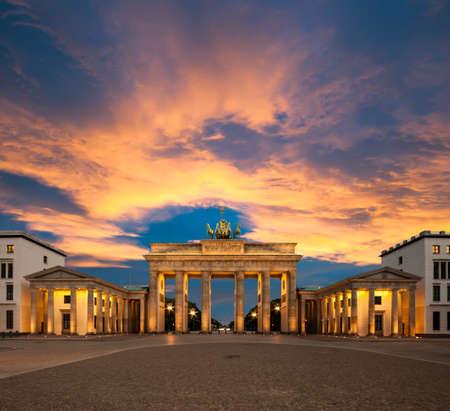 Brama Brandenburska Brama Brandenburska o zachodzie słońca