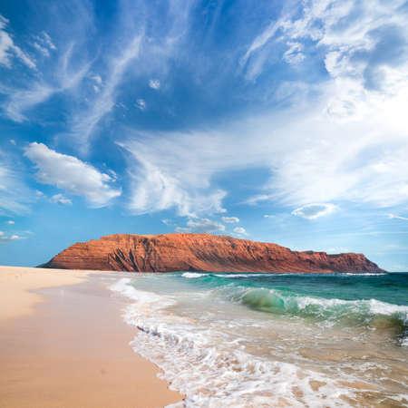 Wyspy Kanaryjskie. Północnej części wyspy Lanzarote od wyspy Graciosa