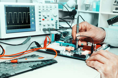 electrical engineering: Tech tests electronic equipment in service centre
