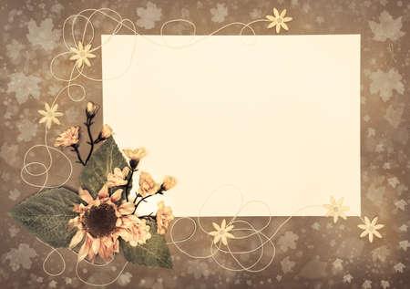 Marco de papel decorado con flores de otoño y las hojas, copia espacio