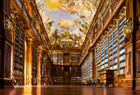 哲学のホール、プラハのストラホフ修道院の歴史図書館 写真素材 - 22947591