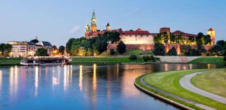 castillos: Polonia, Cracovia, Wawel en la noche