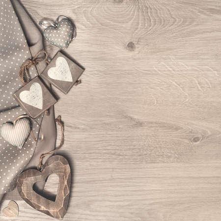 Houten achtergrond met hart voor St. Valentijn, Moederdag of verder van de Dag van wenskaarten of grenzen. Ruimte voor uw tekst. Deze afbeelding is afgezwakt.