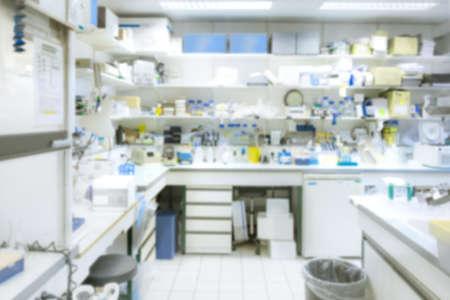 balanza de laboratorio: Laboratorio de interiores fuera de foco, plantilla para una presentación de carteles, página web, folleto o PowerPoint. Esto es una imagen borrosa, no hay un punto focal aquí.