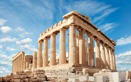 Parthenon temple on a bright day. Acropolis in Athens, Greece Imagens - 66725224