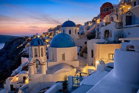 Santorini eiland in Griekenland, Oia dorp op een zonsondergang