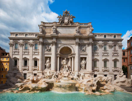 Fountain di Trevi in Rome, Italië, op een heldere dag