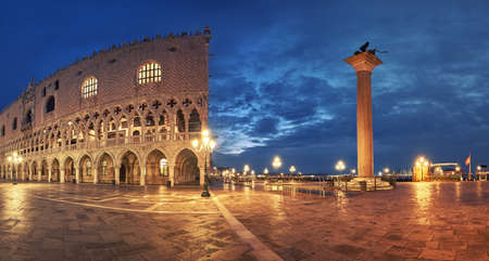 Panoramic view of Doges Palace, or Doge Palace, and St. Marcos square a rainy night in Venice, Italy Imagens
