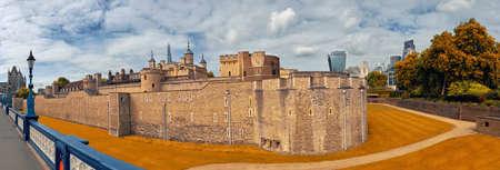 Tower of London, London, England, UK, toned panoramic image in Autumn 版權商用圖片
