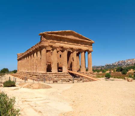 Temple of Concordia, or Tempio della Concordia in Italian language. Ancient Greek architecture. Valley of Temples, Agrigento, Sicily, Italy. 版權商用圖片