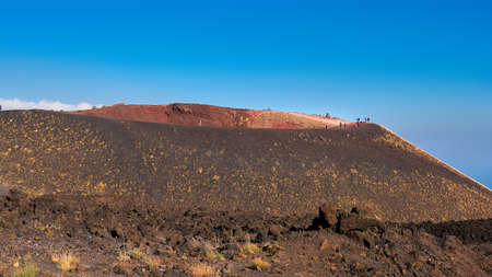 Mount Etna in Sicily near Catania, Tallest active Europe volcano in Italy. Traces of volcanic activity. 版權商用圖片 - 167039159