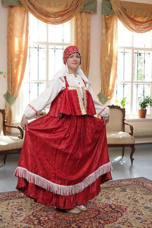 Mädchen zeigen ihr Kleid  Standard-Bild - 5543214