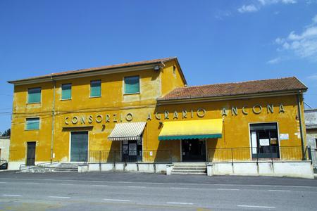 complementary: Consorzio Agrario Building